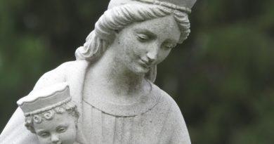 """POSŁUCHAJ: """"Kim jest dla mnie Maryja?"""" – powstaje nowy film o Matce Bożej"""