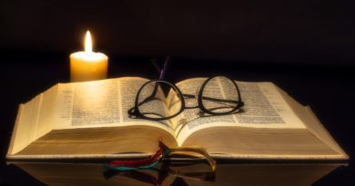 Co Bóg mówi nam w Piśmie Świętym o sobie samym?